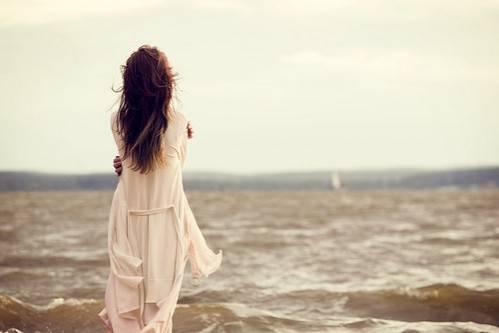 alone-girl-on-sea